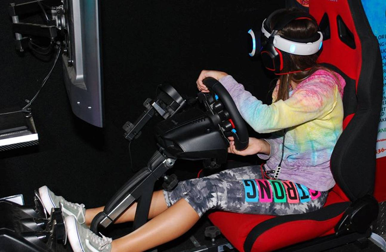 Virtual Reality Racing Simulator